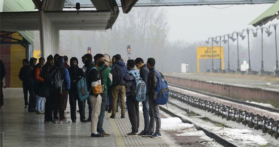 जम्मू काश्मीरमध्ये रेल्वेसेवा घेतेय वेग