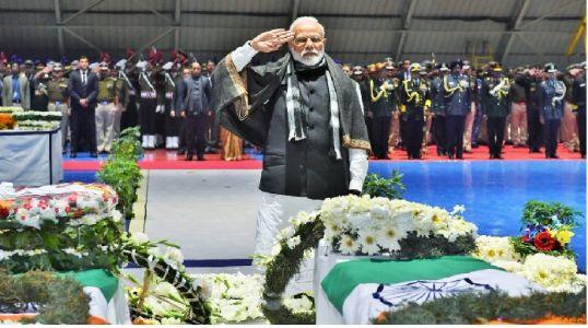 एक दिवा हुतात्म्यांच्या बलिदानासाठी लावूया : पंतप्रधान