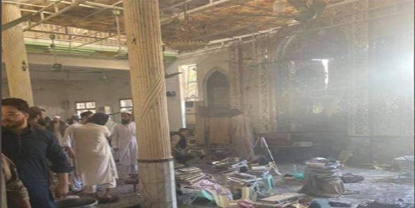पाकिस्तान हादरले ! पेशावरमधील मदरशात भीषण स्फोट