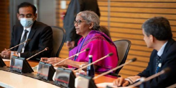 आर्थिक सुसंधीच्या कमानीवर भारत