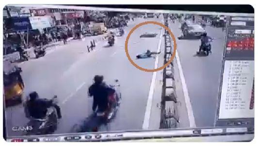 Video : मोबाईल पाहून ओलांडत होता रस्ता आणि...