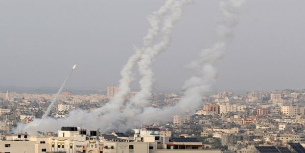 इस्राइल आणि पॅलेस्टाईन यांनी केले एकमेकांवर हवाई हल्ला
