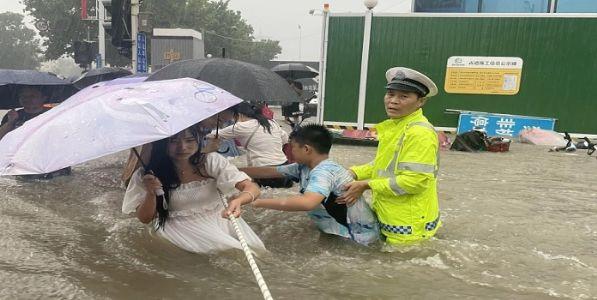 पुरामुळे चीनला २० अब्जांचे नुकसान