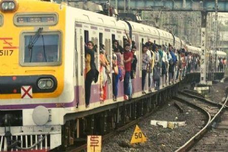 धारावीच्या मोहम्मद शेखनं रचला होता मुंबई लोकल उडवण्याचा कट